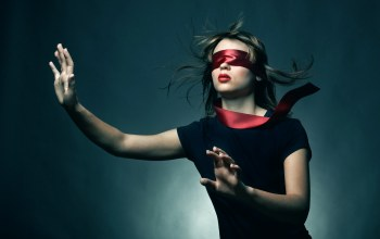 young woman blindfold,повязка