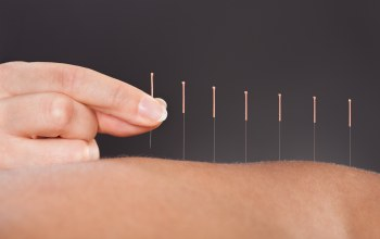 acupuncture,back,fingers