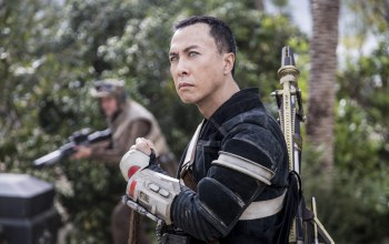 Chirrut Imwe,sugoi,blaster,armor,battlefiel,subarashii,asiatic,rebellion,movie,Donnie Yen,stick,chinese,cinema,hd,asian,spin-off,Rogue One: A Star Wars Story,Rogue One,war,actor,rifle,Rogue squadron,gun,vegetation,martial artist,soldiers,film,Rebel,fight,weapon