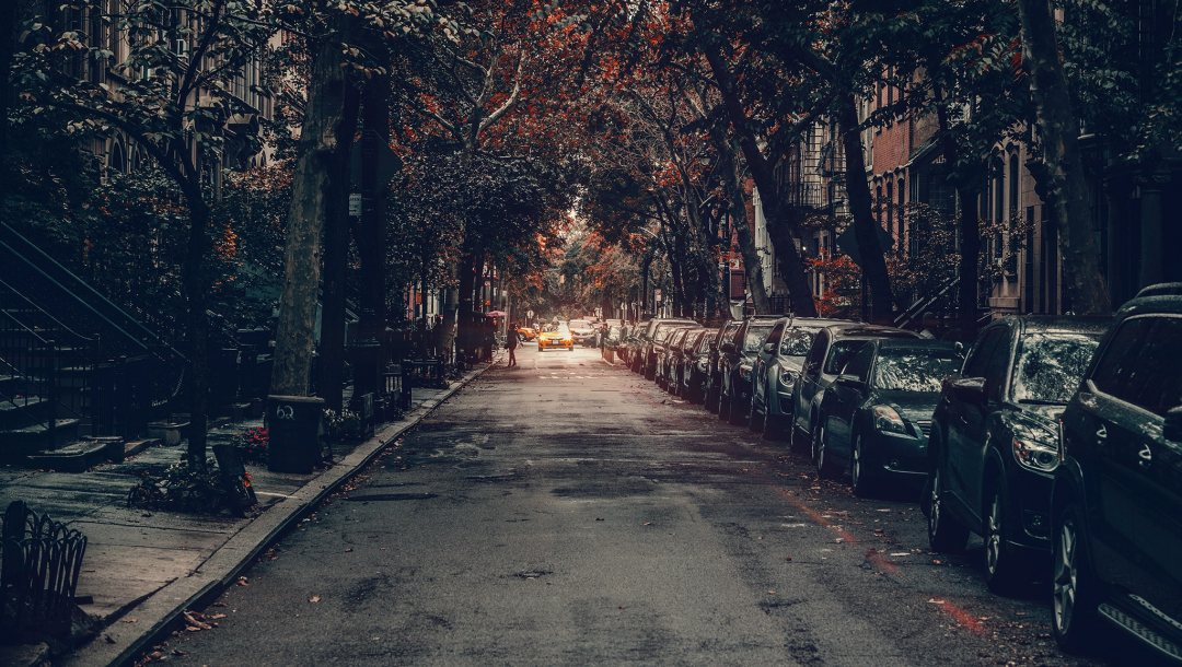 everyday life,United states,urban scene,manhattan,cab,taxi,autumn,new york,houses,street,cars,Cityscape,people
