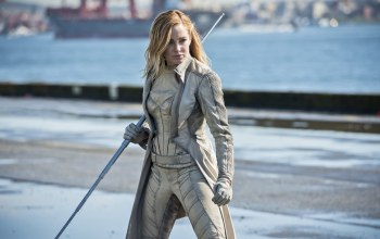 pier,hero,strong,wallpaper,dock,long hair,black canary,powerful,yuusha,blonde,Super hero,seifuku,Legends of tomorrow,Canary White,Bat,tv series,gun,port,hd,uniform,Caity lotz