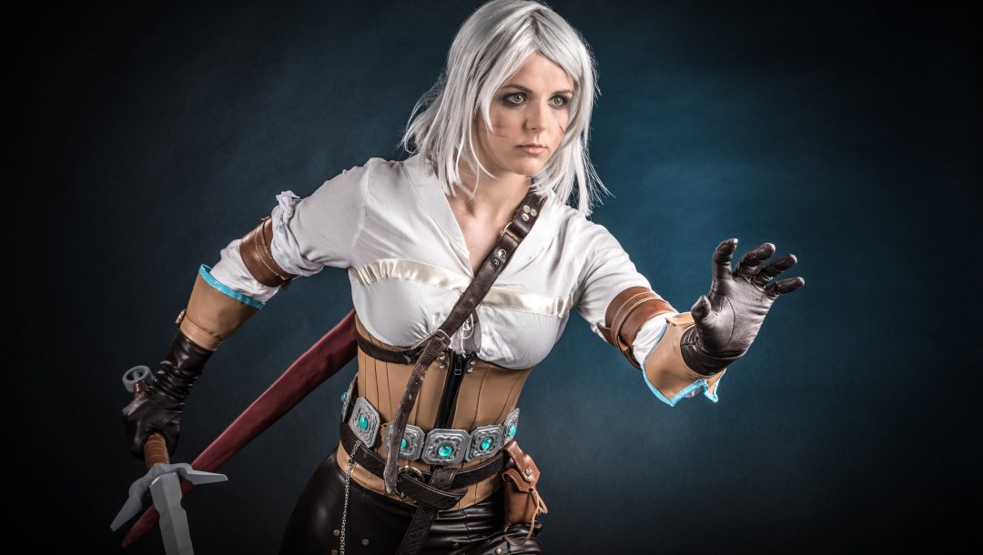 game,ciri or the lion cub of cintra,gloves,belt,blonde,ciri,netflix,girl,blade,wolf,tv series,the witcher,cosplay,pose,sword,woman,book,blood,strong,scar