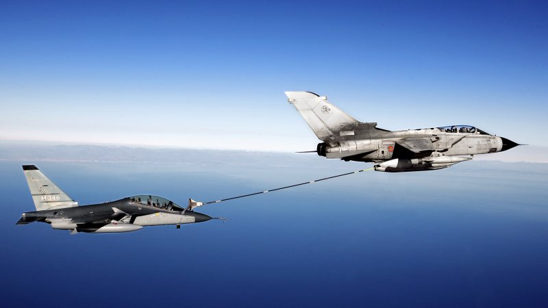 air,refueling,aircraft,fighter,to