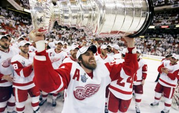 спортсмены,Zetterberg,Hockey League,Национальная Хоккейная Лига,Ред Уингз,Stanley Cup,Detroit Red Wings,Stenly Cup,2008,red wings,Кубок Стэнли,нхл,Детройт Ред Уингз,Хоккей,hockey,detroit,детройт,игроки,National Hockey League,Победители,кубок,Хоккейная лига