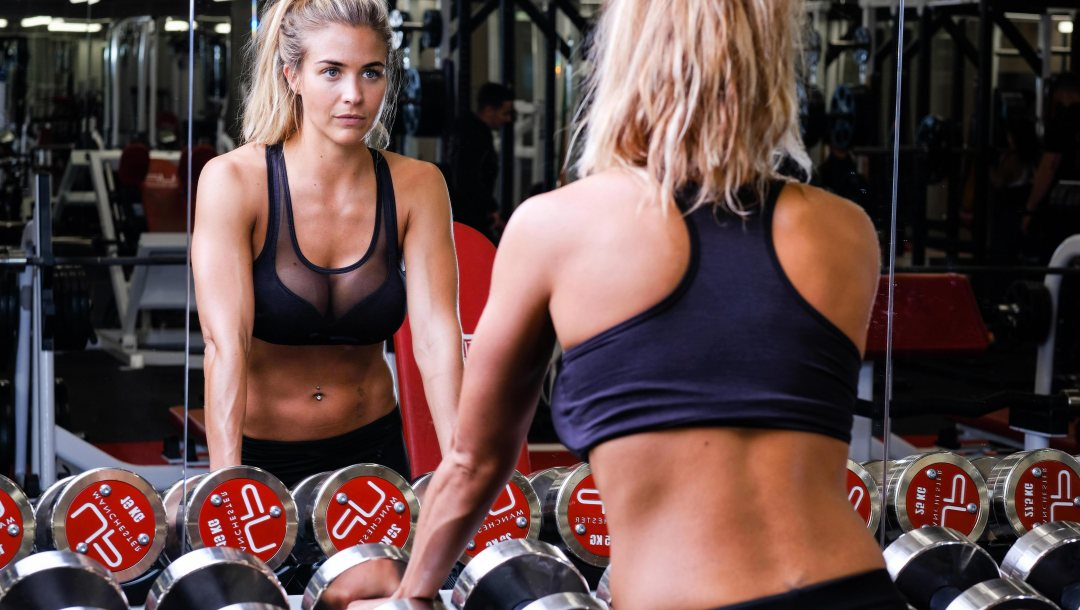 mirror,dumbbells,gym,look,gym clothes