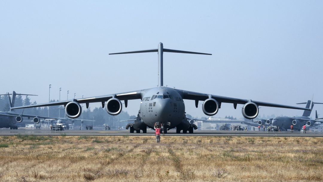 Boeing C-17 Globemaster III,air force,cargo and transport aircraft,001,aircraft,military