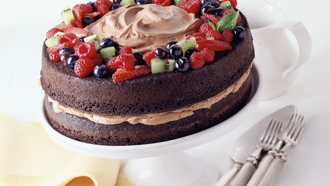 chocolate,cake,berry