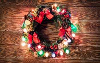 wreath,гирлянда,xmas,holiday celebration,happy,lights,wood,венок,рождество,christmas,украшения,merry christmas,decoration