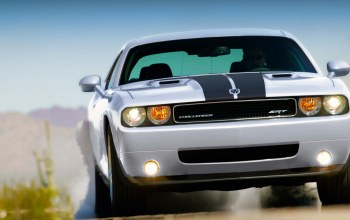 car,with,challenger,lights