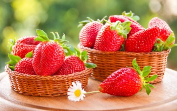 strawberries,basket