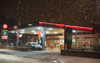 cars,gas station,gas pump,winter,Texaco,snowing