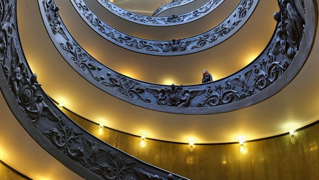 staircase,museum,vatican