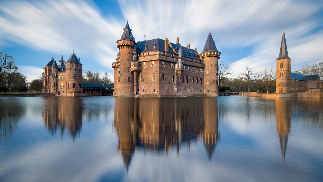 Long,exposure,moat,and