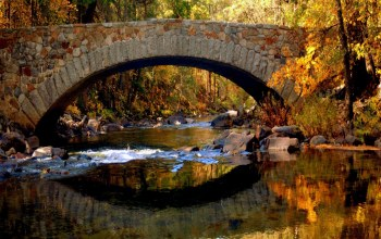 autumn,stone,in,bridge