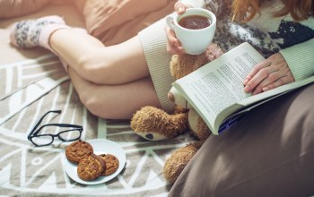книга,кофе,book,Постель,girl,bed,coffee,drinking,reading,socks,warm