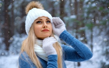 girl,depth of field,close up,lipstick,blonde,winter,straight hair,long hair,portrait,smiling,bokeh,Face,blue eyes,gloves,scarf,lips,looking away,mouth,Alexander Taranukhin,snowfall,sweater,snow,hood,Red lipstick,photo