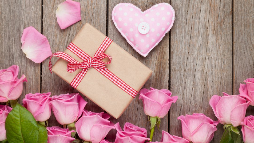 roses,petals,heart,sweet,Valentine`s day,gift