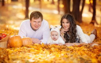 autumn,time,малыш,осень,отдых,Семья,young,happy,family,прогулка,outdoor,spending