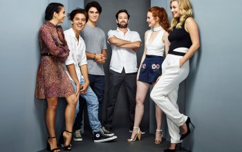 Lili Reinhart,Luke Perry,Cheryl Blossom,Camila Mendes,K.J. Apa,улыбка,Archie Andrews,Fred Andrews,Riverdale,Ривердэйл,Cole Sprouse,Madelaine Petsch,Betty Cooper,Veronica Lodge,актеры,Jughead Jones