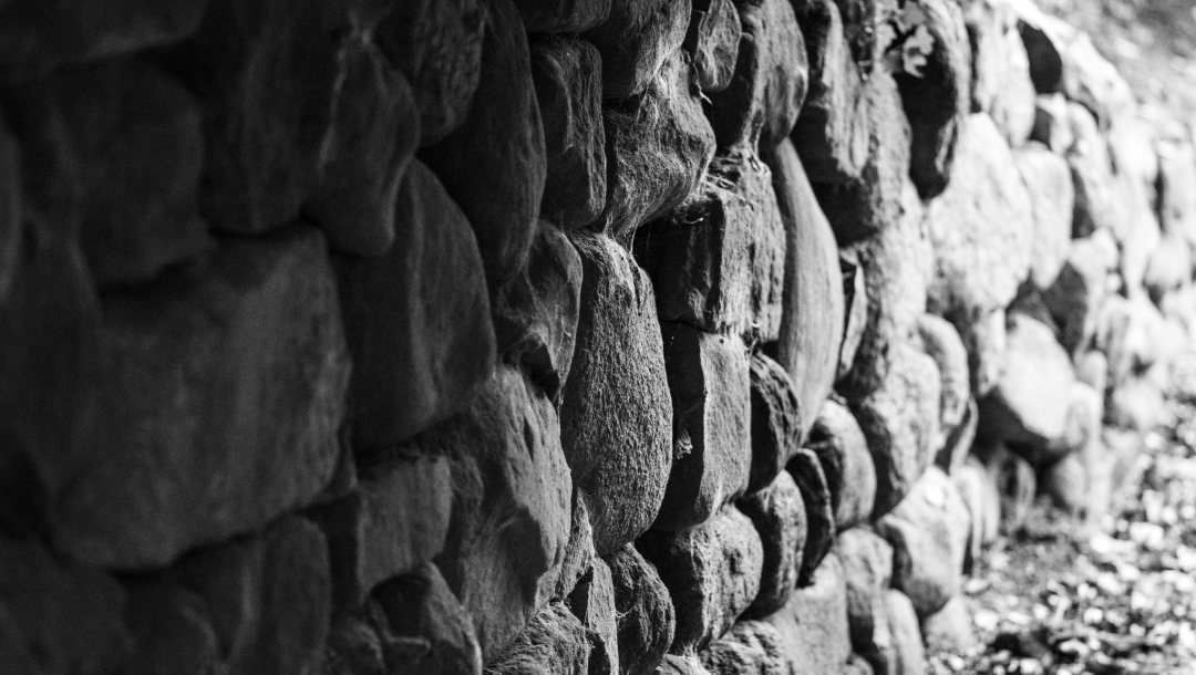 stones,wall,white and black