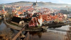 South Bohemian Region,Cityscape,czech republic,Cesky Krumlov,dawn,fog,people,river,morning,bridge,mist,cathedral,church