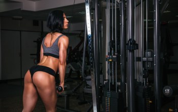 bodybuilder,training,triceps,workout,female,exercise machine,gym