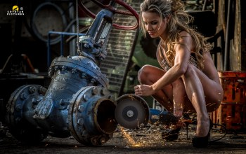 chains,woman,grinder,working,wrench Sluice