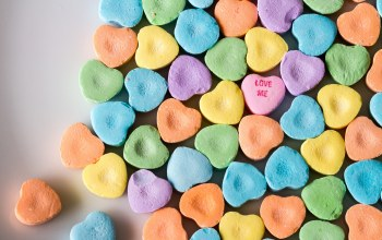Love me,Desperate Hearts,candy hearts