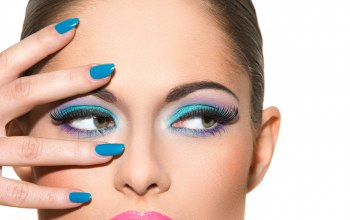 eyes,painted nails,make-up