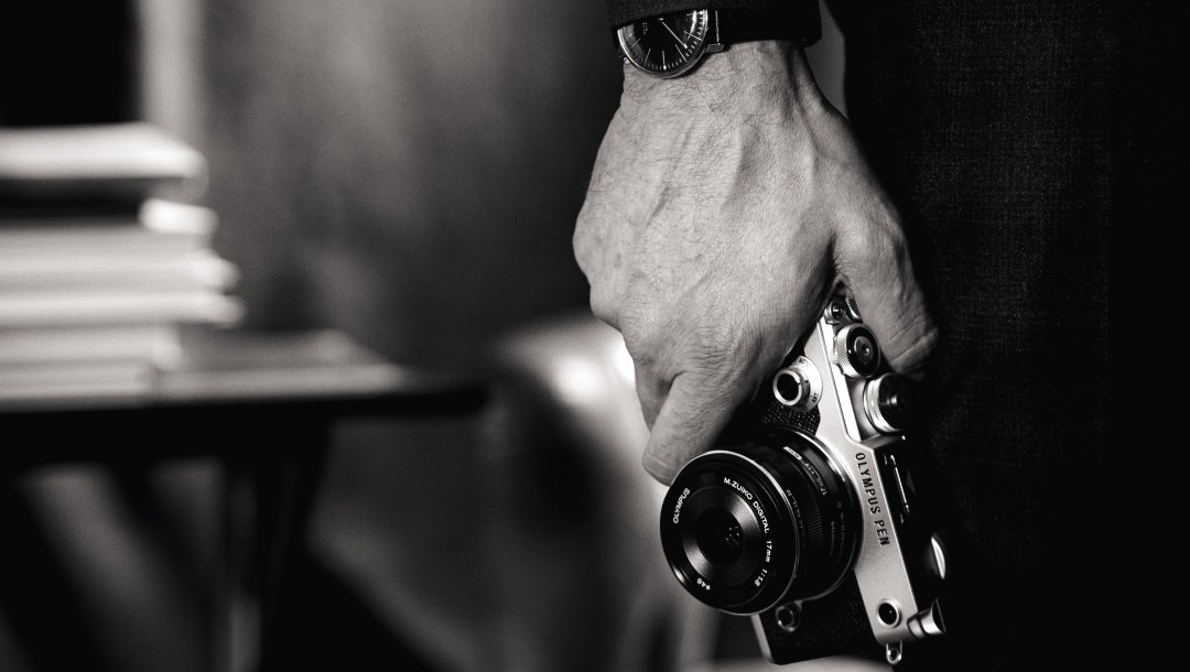 photography,photographer,wristwatch,time,camera photo,style,black and white,hand,compact camera,photo,camera,wallpaper,technology,Olympus Pen F,clock
