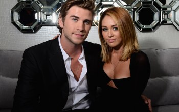 Лиам хемсворт,двое,майли сайрус,liam hemsworth,Miley cyrus,поза