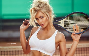 close up,depth of field,lips,tennis racket,bare shoulders,photographer,tattoo,tank top,hair collected,green eyes,Patrycja Dyska,looking at camera,mouth,photo,Face,white top,Daniel Koper,girl,juicy lips,portrait,looking at viewer,blonde
