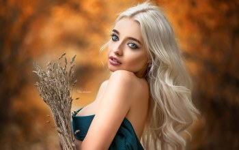 lipstick,looking at viewer,blue eyes,strapless,chest,Face,dress,long hair,mouth,portrait,photographer,Maxim Romanov,photo,depth of field,open mouth,breast,wavy hair,looking at camera,Cleavage,girl,blonde,makeup,lips,model,Maksim Romanov,bare shoulders