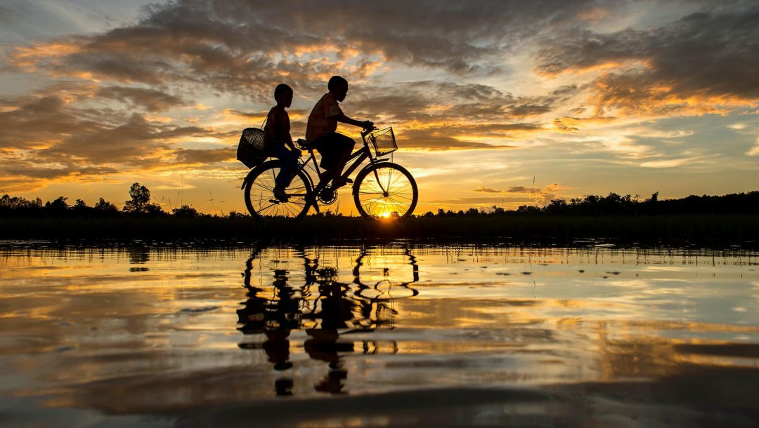 reflection,dusk,landscape,evening,Sunset,bicycle,Twilight,water,clouds,silhouette,couple,sky,Boys,натуре