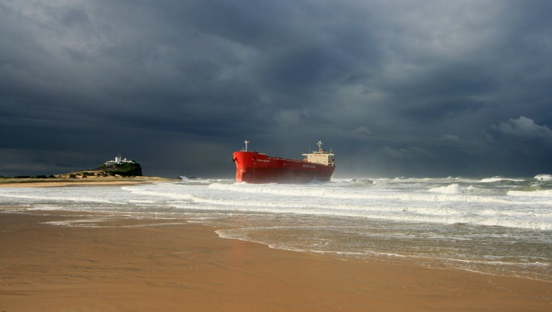 cloudy,storm,troubled sea,шип,ocean,waves,shipwrecked,beach,seascape,seaside,lighthouse