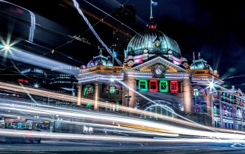 "Australia,buildings,lights,architecture,city ​​street,street,melbourne,bright,city,colorful,""Long-Exposure Photography"",блур,skyscraper,""Flinders Street Station"",#night,6k hd background,city ​​lights"