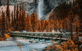 """mountain,British Columbia,river,4k ultra hd background,autumn,canada,people,натуре,""""Yoho National Park"""",tourists,""""Takkakaw Falls"""",forests,bridge,silhouette,""""Time-Lapse Photography"""",rock,waterfall,trees,miscellaneous,landscapes,shadow"""